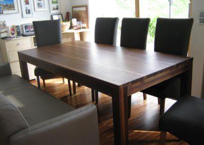 Tisch in Schwarznuss